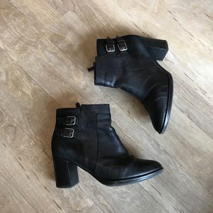 Naturalizer black leather bootie